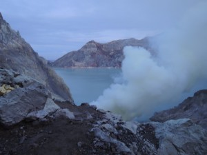 イジェン火口湖